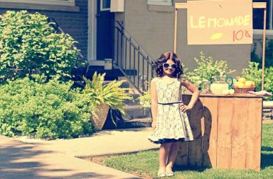 Litte girl lemonade stand