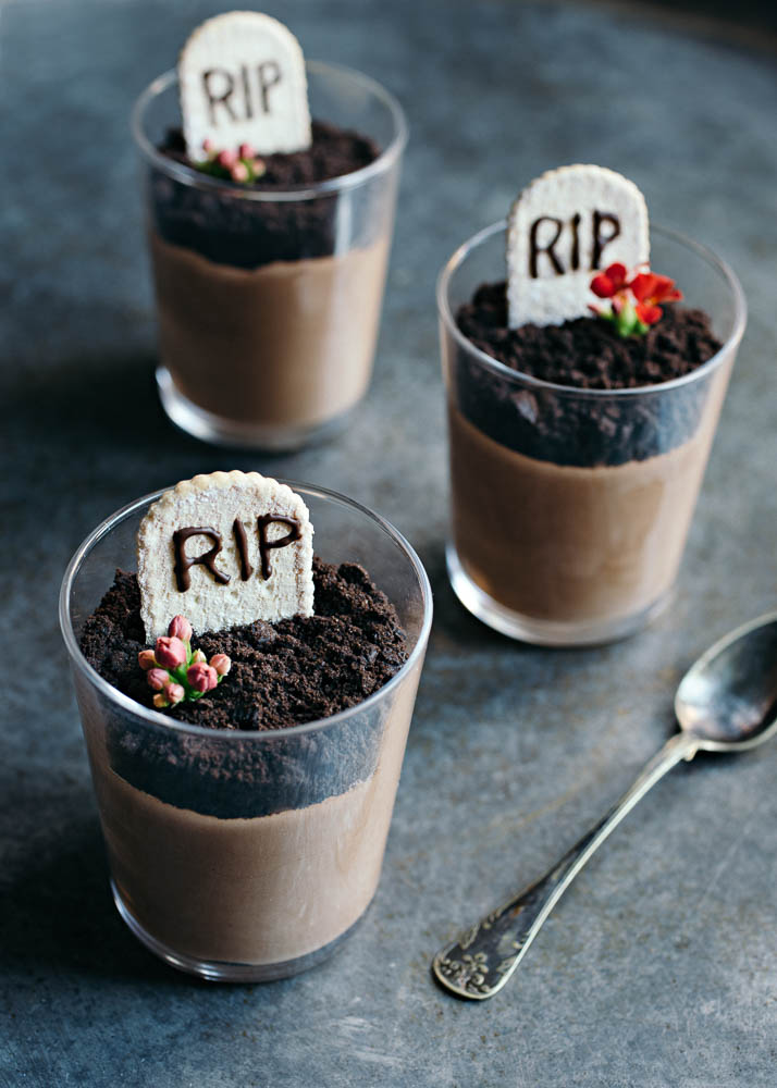 Halloween DIY Graveyard mousse party food
