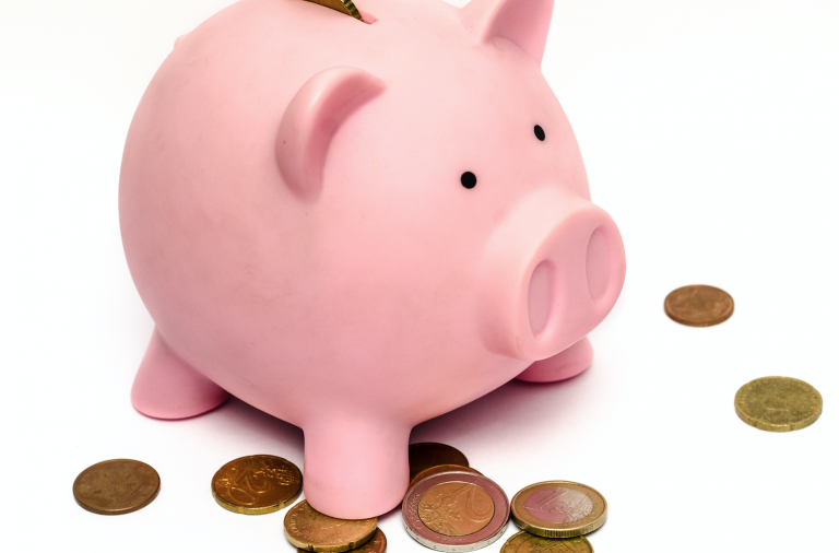 Family budgeting: 5 simple money saving tips